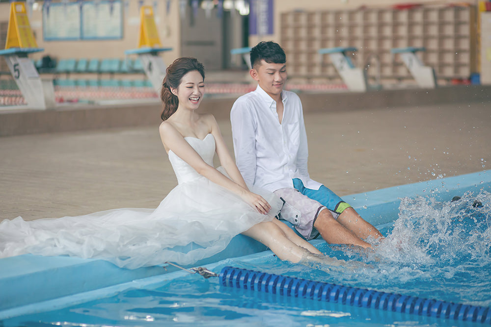 游泳池婚紗
